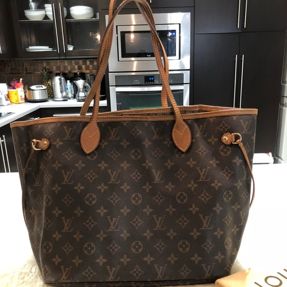 414ed207d5 Louis Vuitton Handbags - Louis Vuitton neverfull Monogram mm
